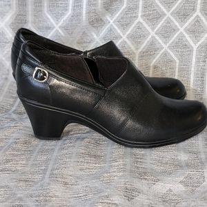 Clarks Bendable black heeled bootie side-zip